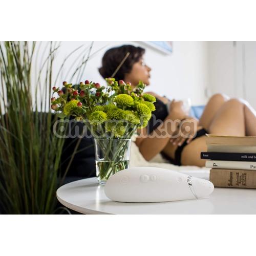 Симулятор орального секса для женщин Womanizer Premium, белый