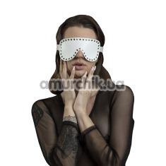 Маска на глаза c заклепками Feral Feelings Blindfold Mask, белая - Фото №1